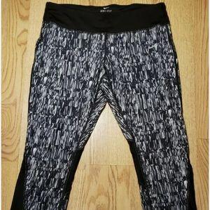 Nike Women's Athletic Bottoms / Yoga Pants Large